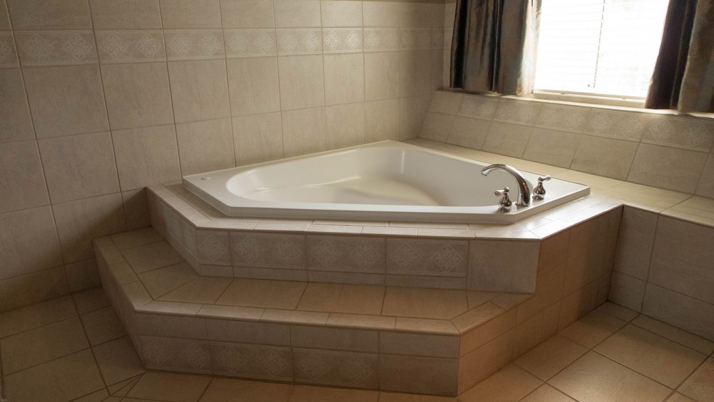 holiday_inn_tub
